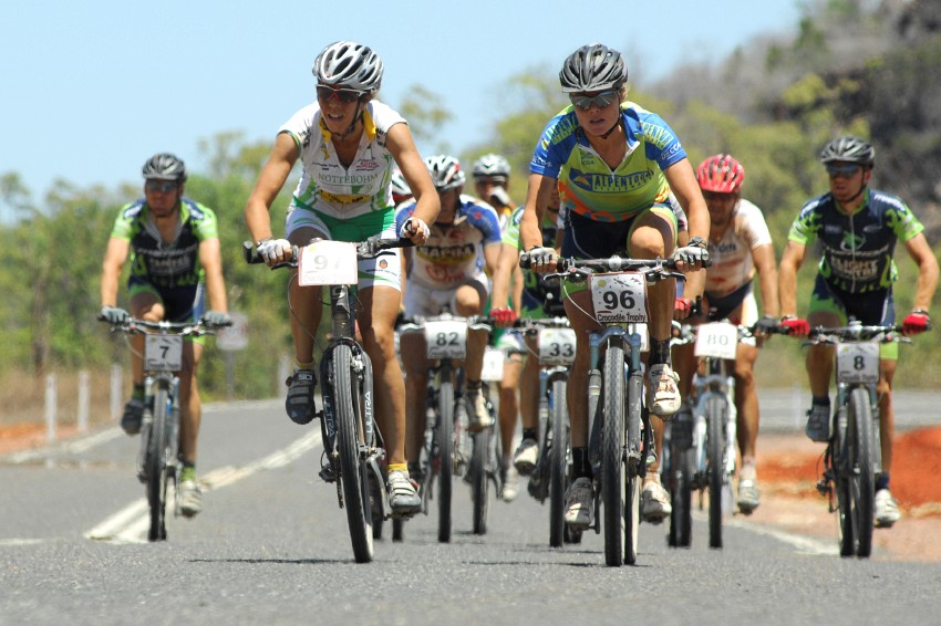 Crocodile Trophy 2008 - 4. etapa: Holky si to rozdávaj o etapu