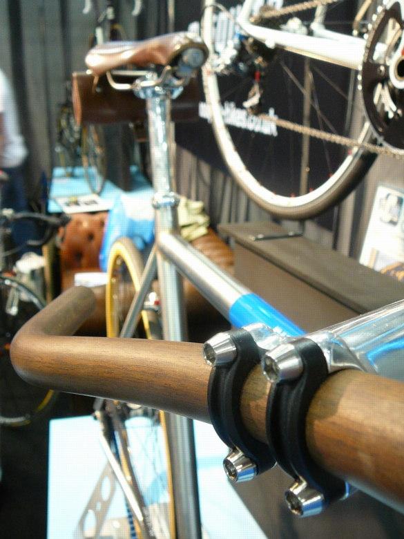 Cycle Show London 2008 - dřevěná řidítka na Fixie, foto: Petr Slavík