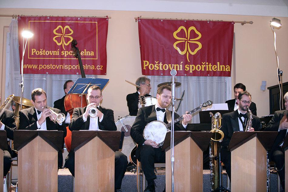 Poštovní spořitelna MX a 24 série - večerem provázela kapela Hottentots Orchestra