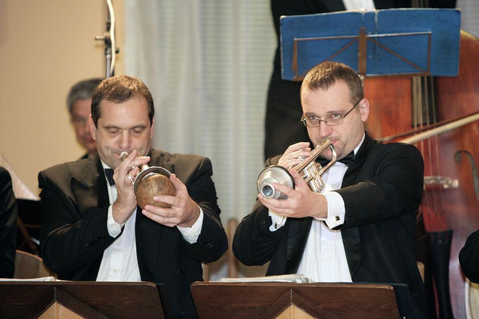 Po�tovn� spo�itelna MX a 24 s�rie - ve�erem prov�zela kapela Hottentots Orchestra