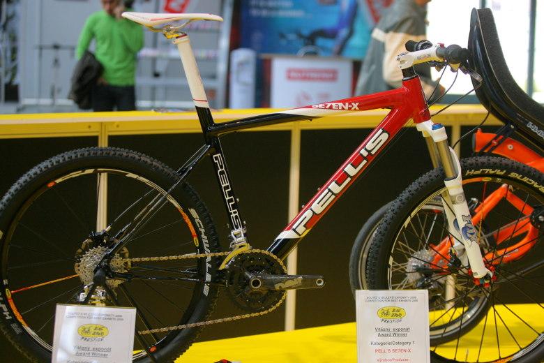 Sport Life, Brno 6.-9.11. 2008 - Pell's Se7en X  - jeden z ocen�n�ch Bike Brno Prestige