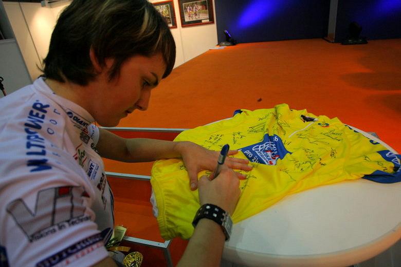 Sport Life, Brno 6.-9.11. 2008 - dres pro Jirku Píšu se pomalu plní