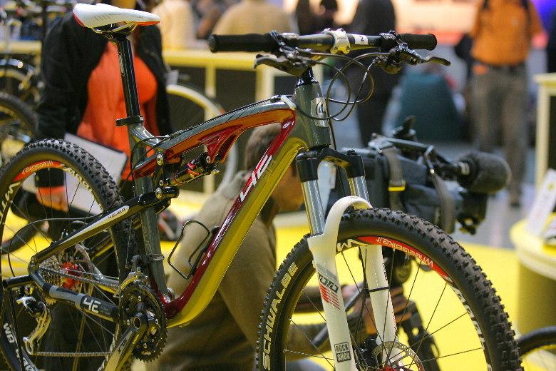 Sport Life 2008, předání cen Bike Brno Prestige, 6. 11. Brno - 4ever Virus SXC3 - vítěz kategorie nejlepší design