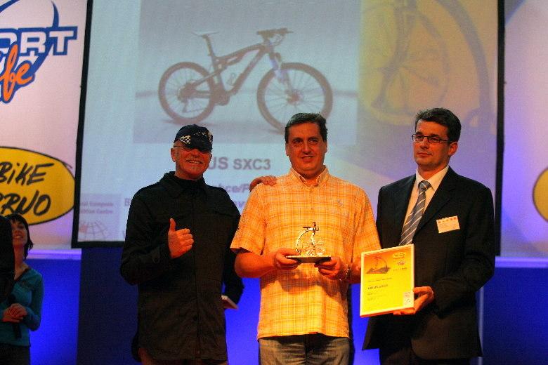 Sport Life 2008, předání cen Bike Brno Prestige, 6. 11. Brno - p. Brož (4ever) s cenou, G. Fisherem a A. Pólem