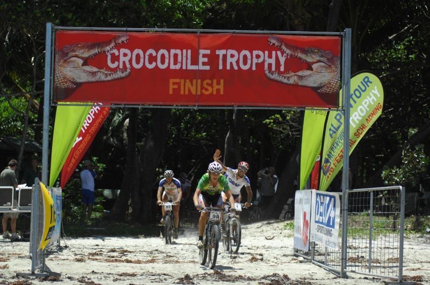 Crocodile Trophy 2008 - 10.etapa: cíl na Myall Beach