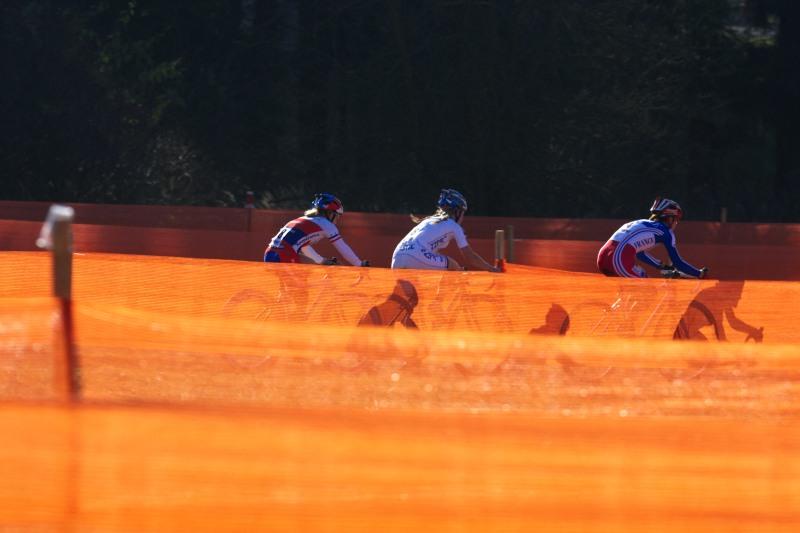 Světový pohár v cyklokrosu - Tábor 26.10.2008 - trojice stíhaček - Havlíková, Van den Brand a Salvetat