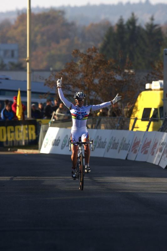 Světový pohár v cyklokrosu - Tábor 26.10.2008 - Hanka Kupfernagel v cíli