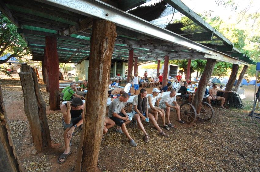 Crocodile Trophy '08 - 5.etapa: po etapě v kempu v Chillagoa