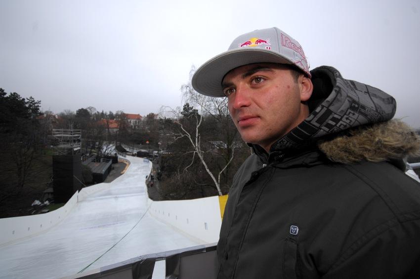 Red Bull Crashed Ice - Vy�ehrad 2009: Michal Prokop na m�st� startu