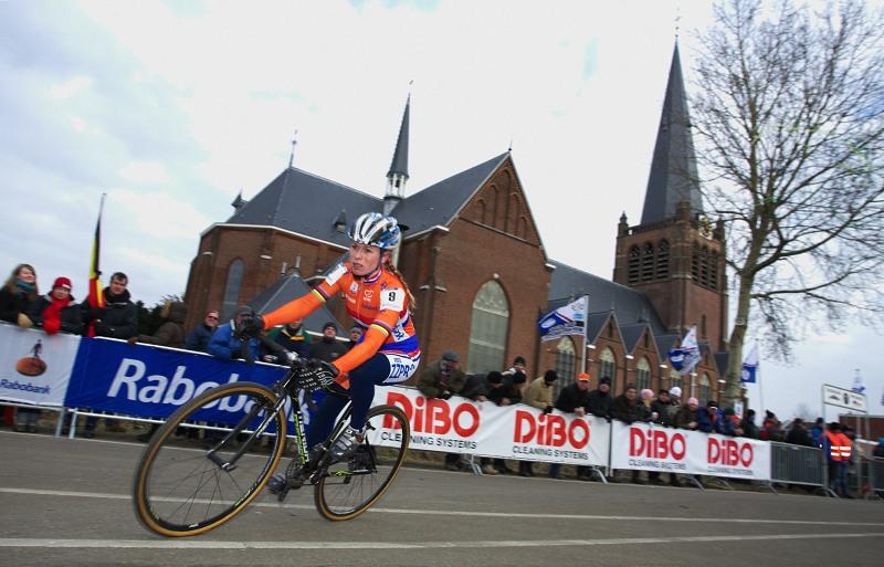 Mistrovství světa Cyklokros, Hoogerheide/NIZ - 1.2. 2009 - domácí cyklokrosařka Daphny Van Den Brand počítala s lepším než sedmým místem..