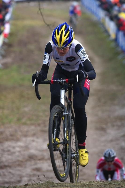 Mistrovství světa Cyklokros, Hoogerheide/NIZ - 1.2. 2009 - bikerka Georgia Gould asi také pomýšlela výš než na 13. místo