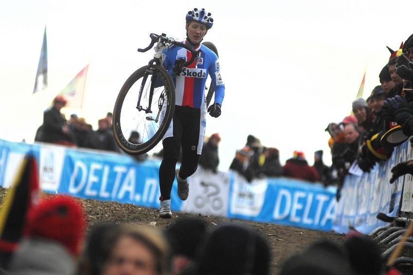 MS Cyklokros Hoogerheide /NED/ 2009 - problémy Jany Kyptové v prvním kole