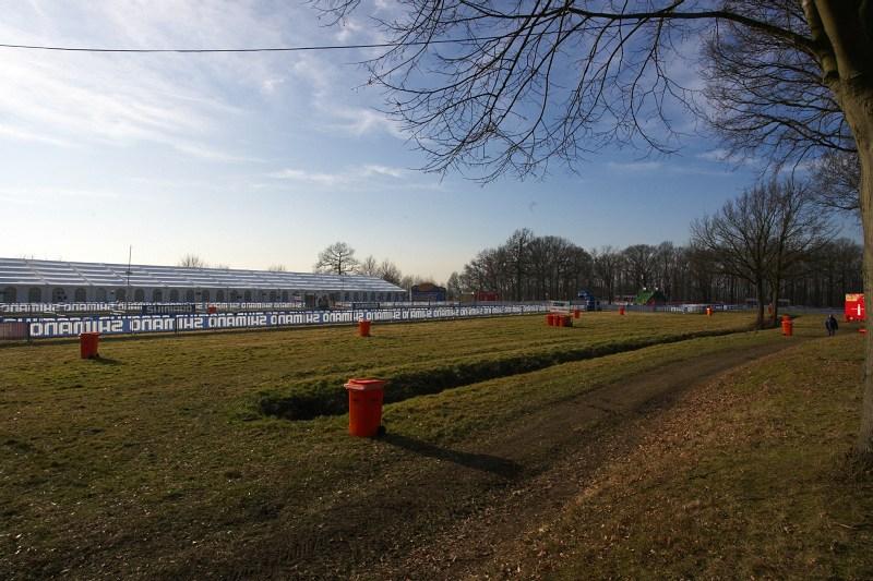 Mistrovství světa Cyklokros, Hoogerheide/NIZ - 30.1. 2009 - hlavní louka, takto vypadala v pátek lehce po poledni, zkusíme konfrontovat s nedělním popodnem