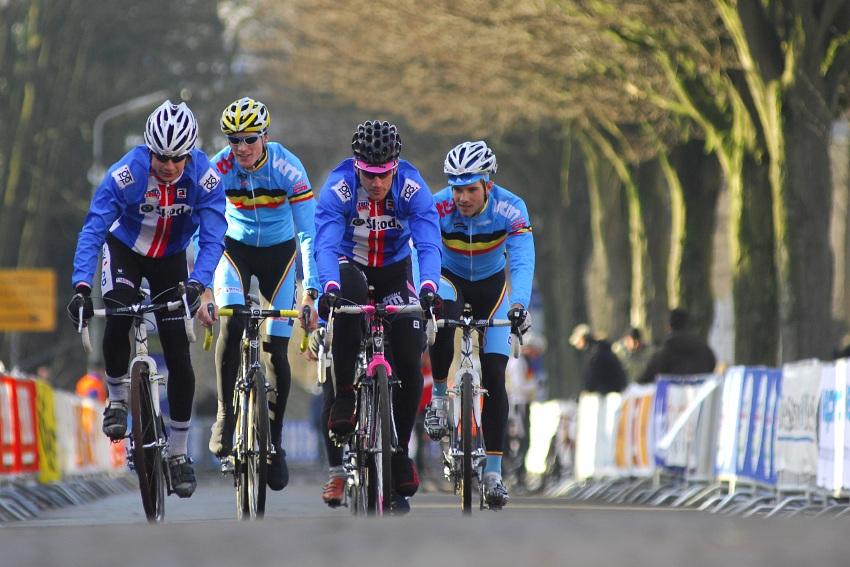 MS Cyklokros 2009 Hoogerheide /NED/ - pátek: Šimůnek a Zlámalík klábosí s Belgány