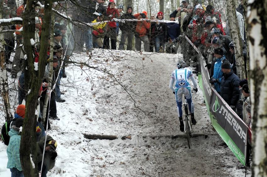 MČR Cyklokros 2009 - Kolín: Zdeněk Štybar zdolává nejnáročnější stoupání