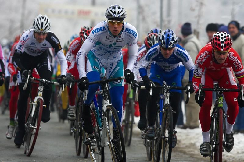 Mistrovství ČR cyklokros - Kolín 10.1. 2009 - Zdeněk Štybar nechtěl nechat nic náhodě, od startu na špici...