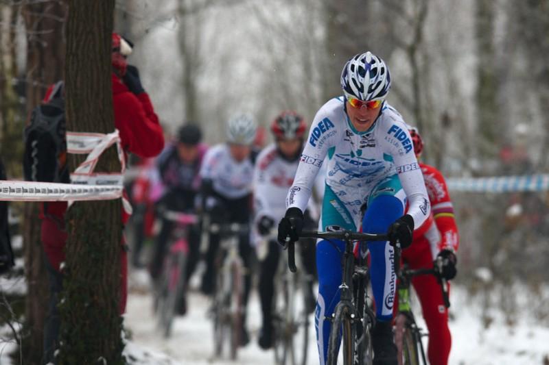 Mistrovství ČR cyklokros - Kolín 10.1. 2009 - Petr Dlask vede vláček pronásledovatelů