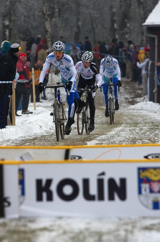 Mistrovství ČR cyklokros - Kolín 10.1. 2009 - letos se překážky skákat nedaly...