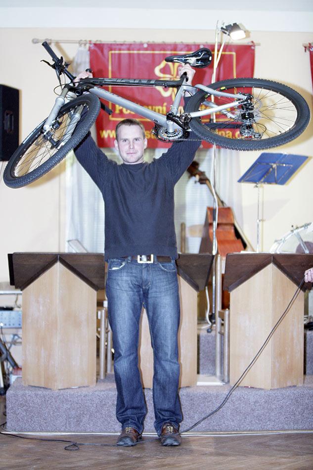 Po�tovn� spo�itelna MX a 24 s�rie - Petr Pun�och�� se stal majitelem karbonov�ho Giantu za 55 tis�c