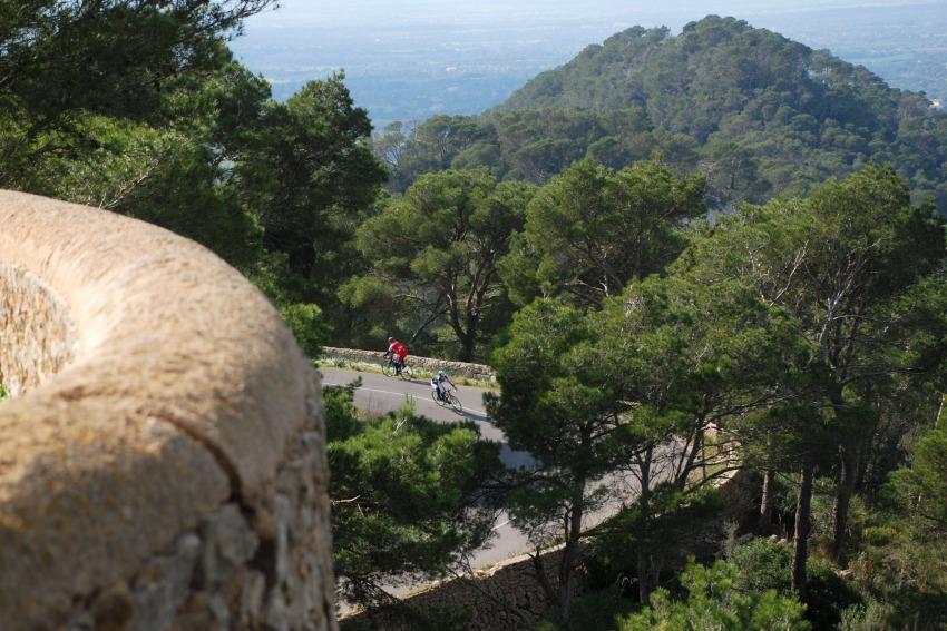 Najíždění kilometrů na Mallorce obrazem: Serpentiny na San Salvador