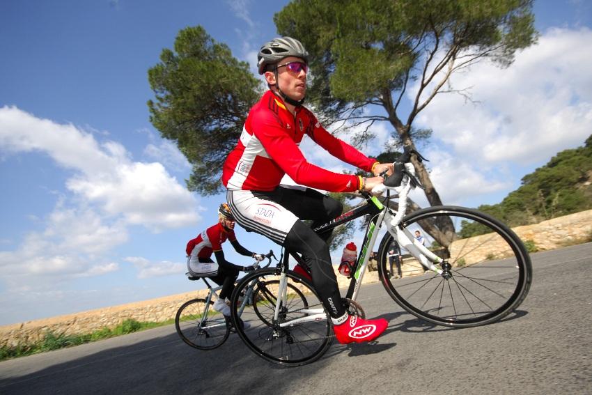 Najíždění kilometrů na Mallorce obrazem: Německý biker Rene Tann na tréninku