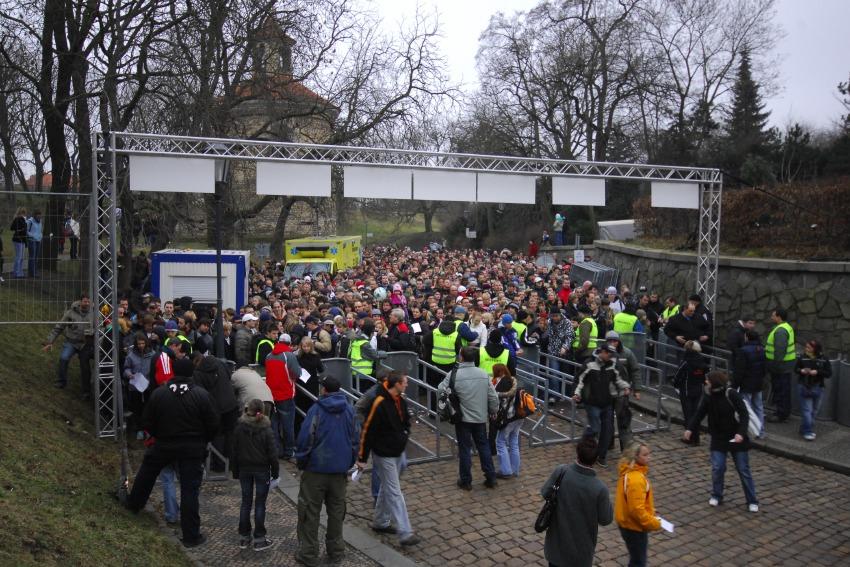 Red Bull Crashed Ice 2009 - Praha Vyšehrad:  čekání na otevření