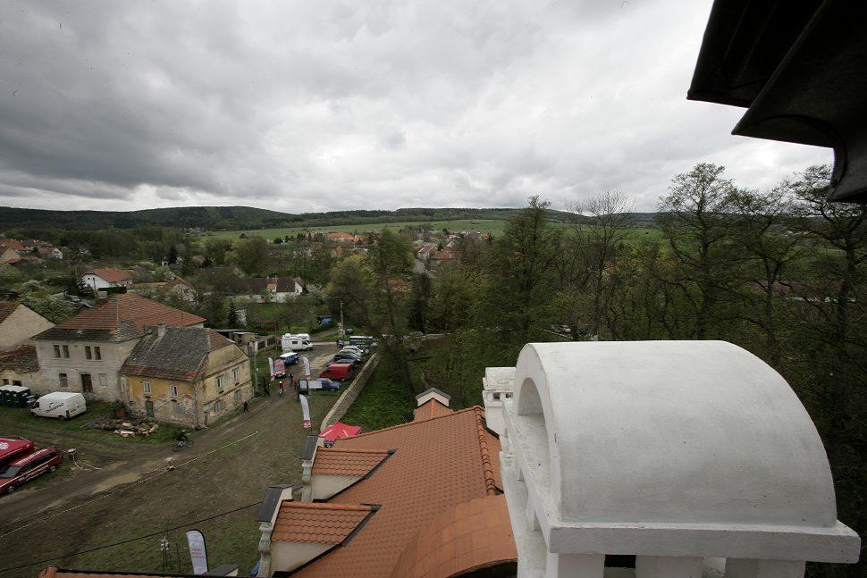 Velo Test Fest 2009 pohled z věže na vjezd