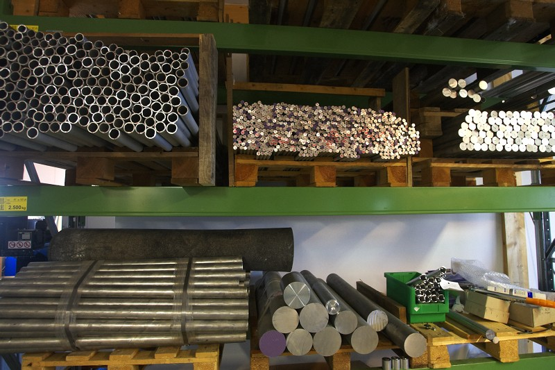Tune factory - sklad surového materiálu
