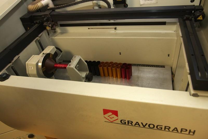 Tune factory - gravírovací stroj