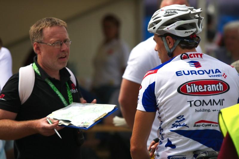 Kelly's Malevil Cup 2009 - ČP XCM #2: diskuse ředitele závodu Radka Patráka a Michala Bubílka