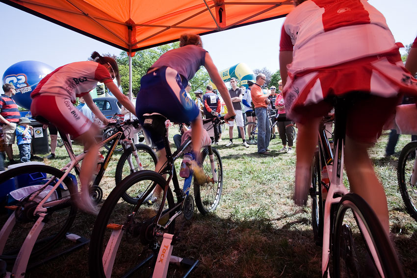 Maja Wloszczowska MTB Race - Jelenia Góra 9.5. 2009 - Pendrel (uprostřed) si užívala veškerý komfort hostitelské stáje CCC