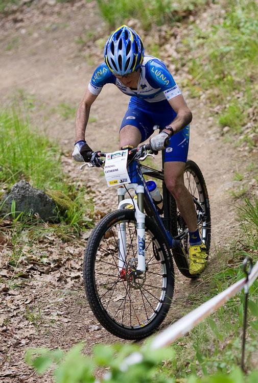 Maja Wloszczowska MTB Race - Jelenia Góra 9.5. 2009 - Catherine Pendrel to láme v nejtěžším stoupání