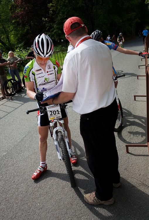 Maja Wloszczowska MTB Race - Jelenia Góra 9.5. 2009 - Jiří Friedl při prezenataci