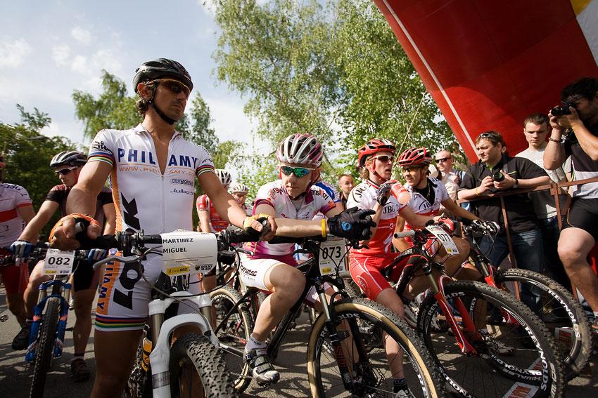 Maja Wloszczowska MTB Race - Jelenia Góra 9.5. 2009 - prní lajna v podání Martineze a polské ekipy