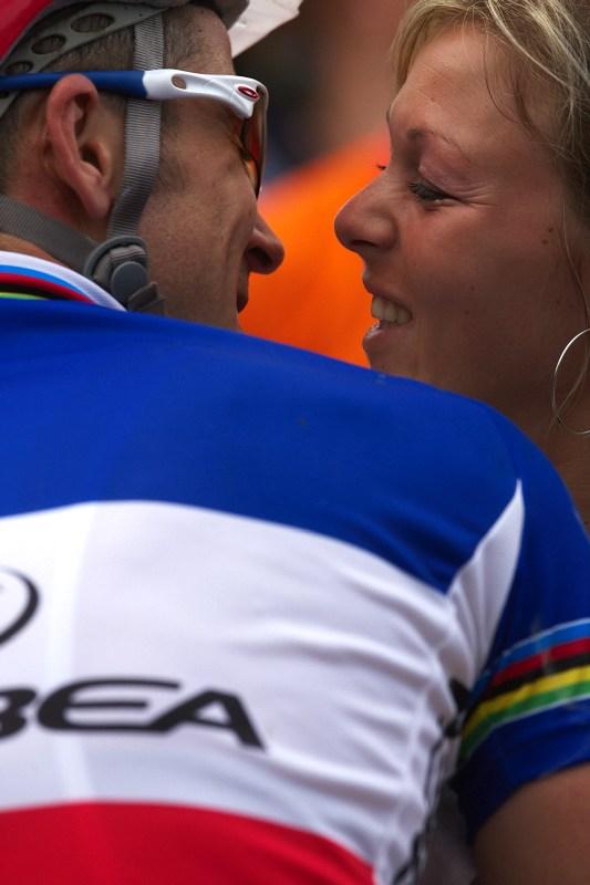 Nissan UCI World Cup #2 Offenburg /GER/ 25.4.2009, hubanec v cíli od své ženy