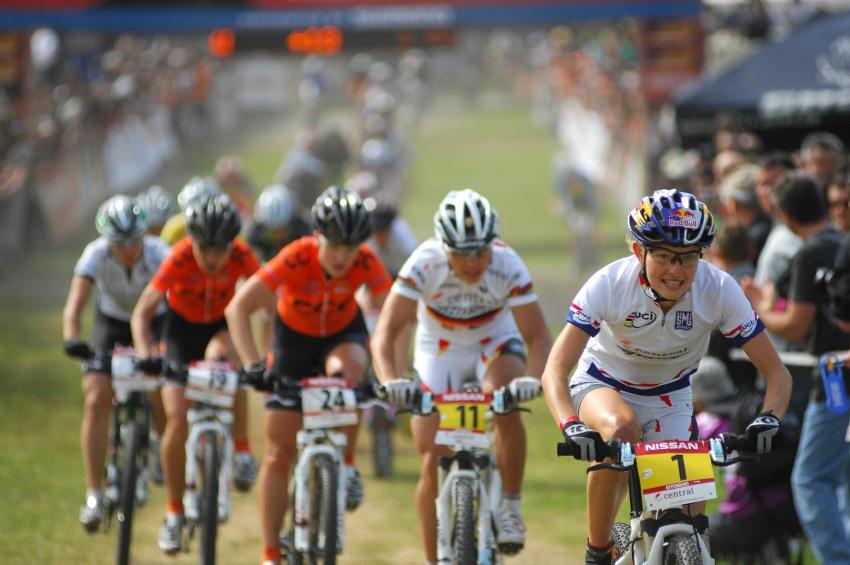 Nissan UCI World Cup #2 Offenburg /GER/ 26.4.2009 - Elisabeth Osl v dresu lídra SP