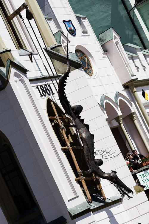 KP� Trutnovsk� 50 2009 - radnice s drakem