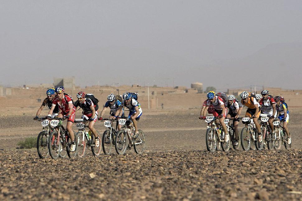 Nissan Desert Race 2009 Honza Kubíček v čele skupinky