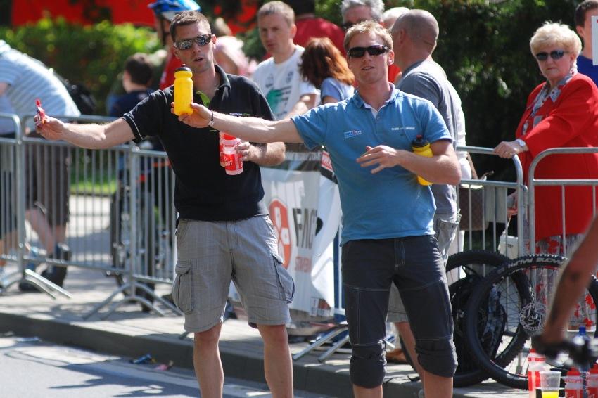 ČP MTB XC #4 2009 - Teplice: Gelík pro Christopha, pití pro Milana