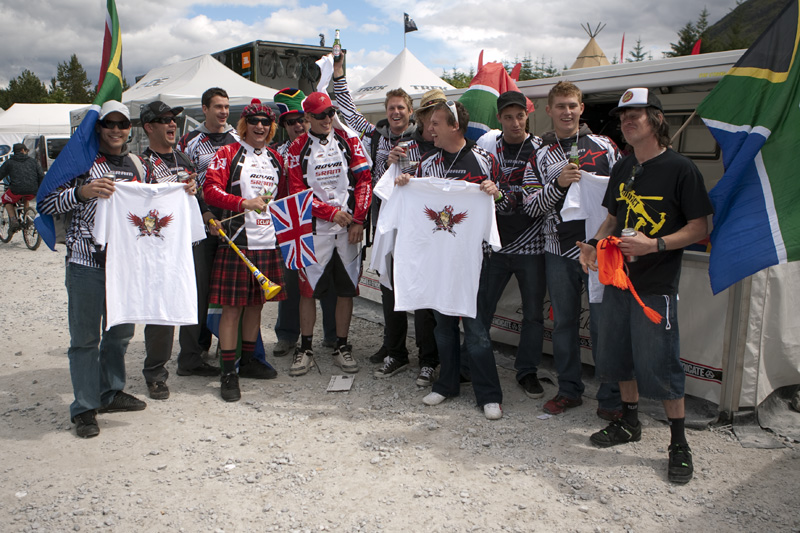 Nissan UCI World Cup DH & 4X #4 - Fort William /GBR/ 2009: fanklub Steva a Grega (photo: Gary Perkin)