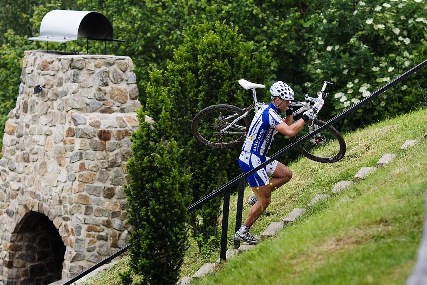 KPŽ 2009 Jistebnický kancionál - Rybařík vybíhá schody na konci sjezdovky