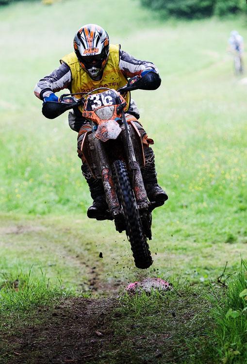 Král Šumavy 2009 - zaváděcí motorkáři si to užívali