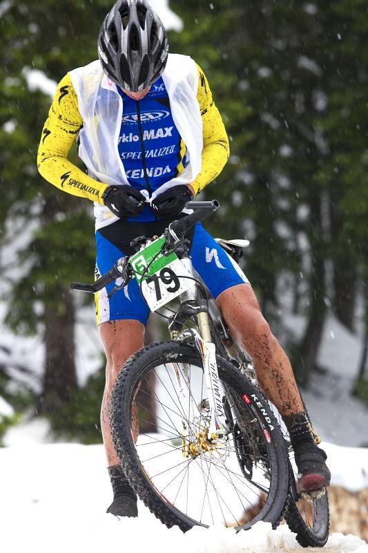 Alpentour Trophy, Schladming /AUT/ - 2. etapa, 30.5. 2009 - Martin Horák se raději obléká