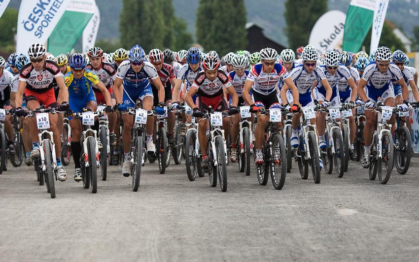 KPŽ Praha-Karlštejn 2009 - start závodu proběhl na klusáckém oválu