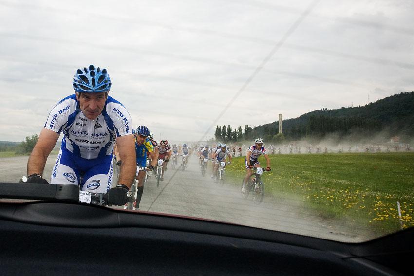 KP� Praha-Karl�tejn 2009 - Jaroslav Jiskra vede cel� startovn� pole KP�
