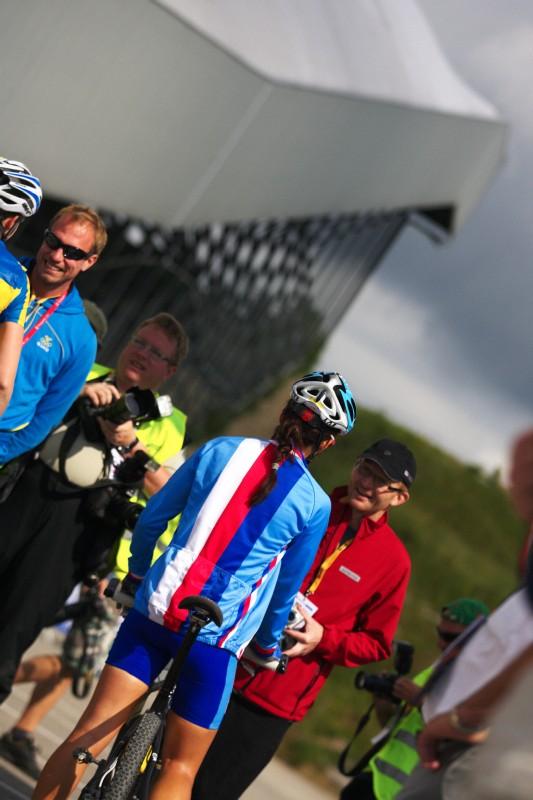 Mistrovstv� Evropy MTB XC 2009 - Zoetermeer /NED/ - U23: Tereza Hu��kov� a Jan Slav��ek na startu