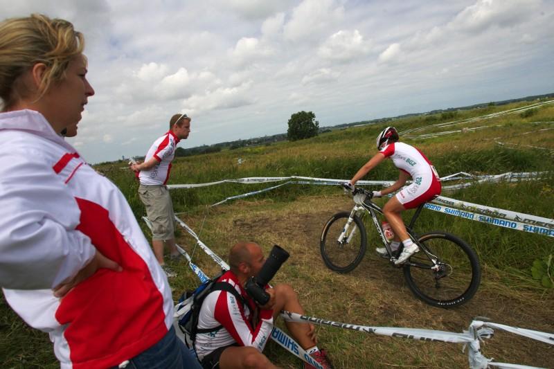 Mistrovství Evropy MTB XC 2009 - Zoetermeer /NED/ - U23: Alexandra Dawidowicz se právě dostala do vedení....