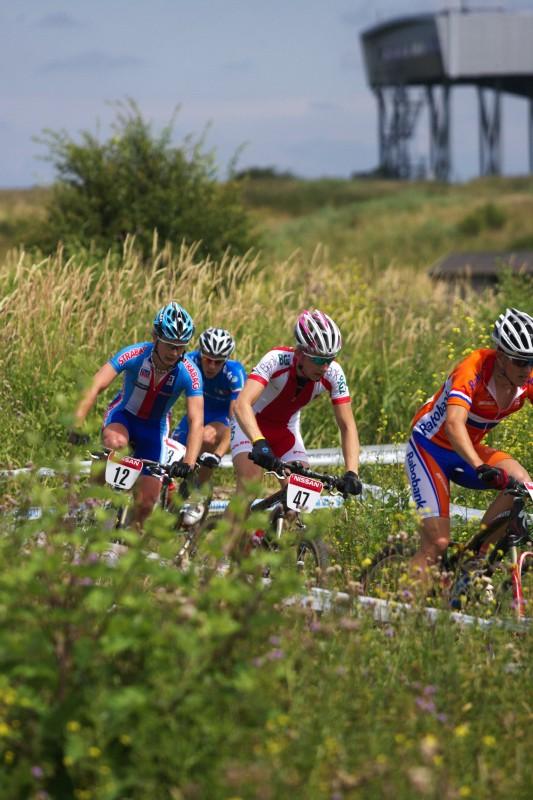 Mistrovství Evropy MTB XC 2009 - Zoetermeer /NED/ - U23: Josef Kamler byl zpočátku závodu v rychlé skupině bojující o 5. místo