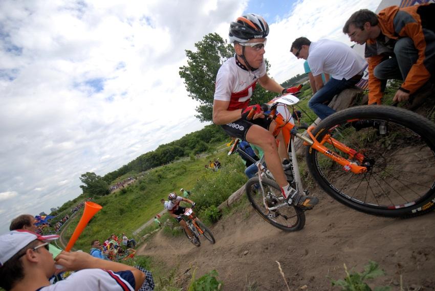 Mistrovství Evropy XC 2009 - Zoetermeer /NED/ - muži a ženy U23: Thomas Litscher a Fabian Giger na čele