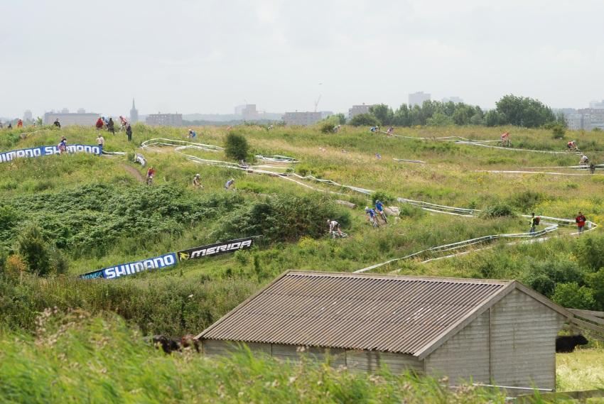 Mistrovství Evropy MTB XC 2009 - Zoetermeer /NED/ - juniorky & junioři: spíše cyklokrosová trať